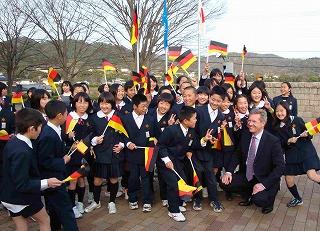 クリスティアン・ヴルフ州首相が徳島の子ども達に歓迎を受ける